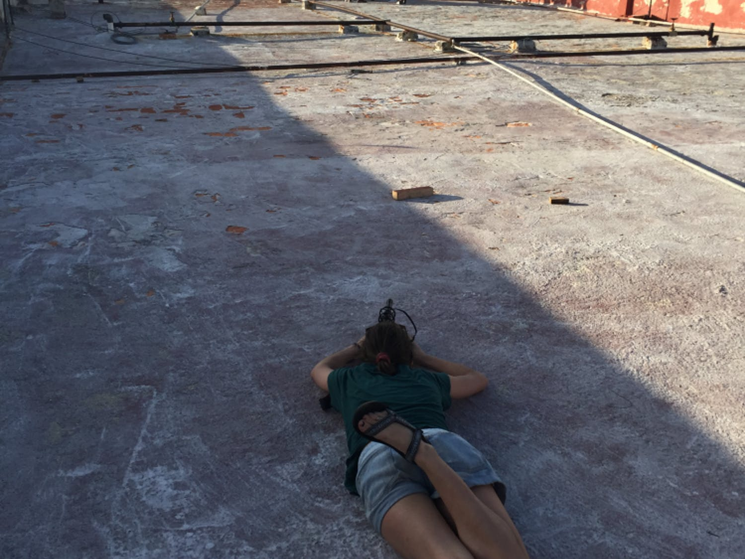 Journalism student Darian Woehr films at theMalecón in Havana. Photo courtesy Emily Yue.