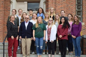 The 2018-2019 cohort of students in PSYC 395 pose with Jennifer Coffman and Peter Ornstein. Photo by Taylor Thomas.