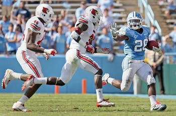UNC tailback Giovani Bernard runs the ball during the 4th quarter.
