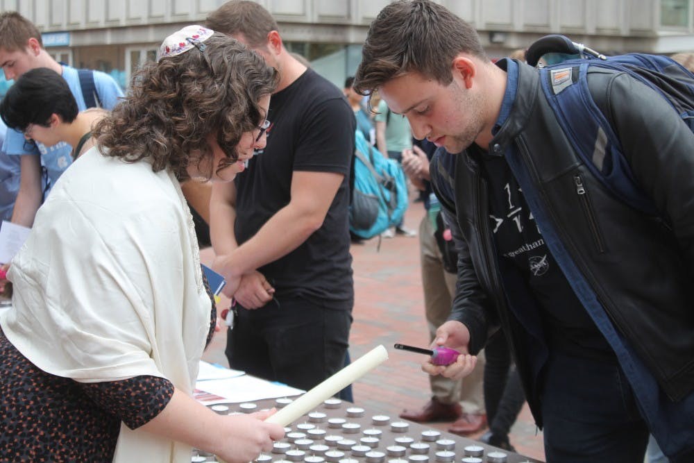 Hillel holds vigil for Pittsburgh victims