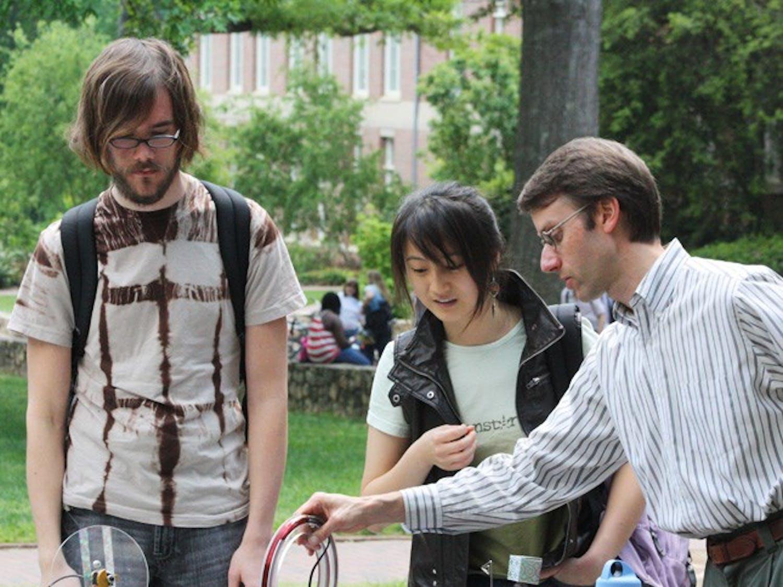 Juniors Alex Ward and Jenny Shen listen to professor Duane Deardorff. DTH/ Gladys Manzur