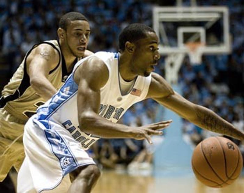 Wayne Ellington's 16 points led the Tar Heels in scoring, and Danny Green matched that scoring total in his second career start Saturday.