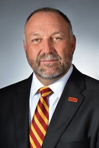 Iowa State president drops in on nightlife