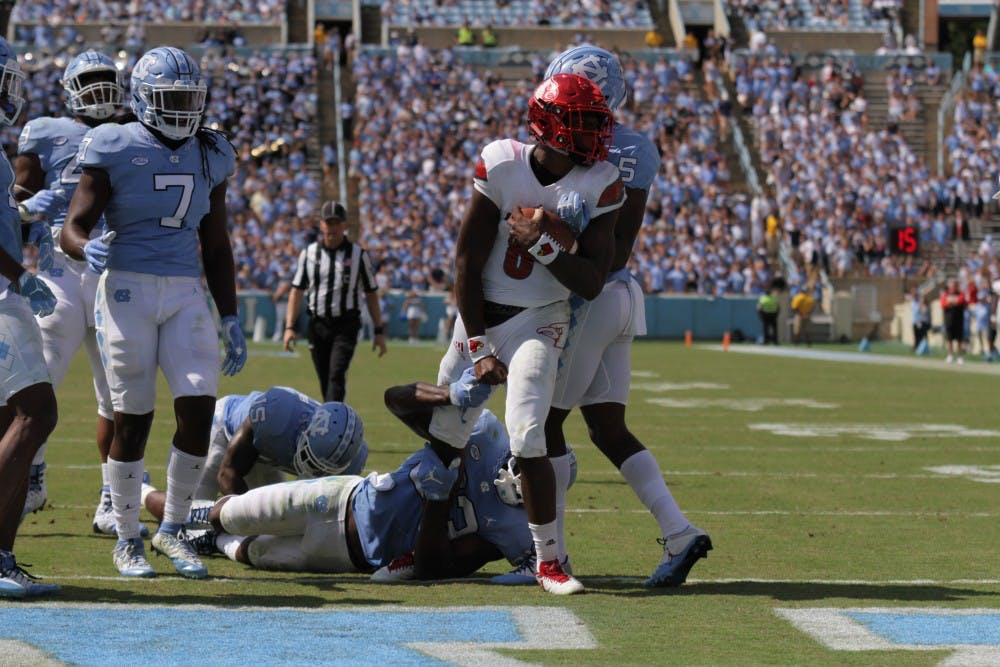 Lamar Jackson cuts up North Carolina defense in 47-35 win