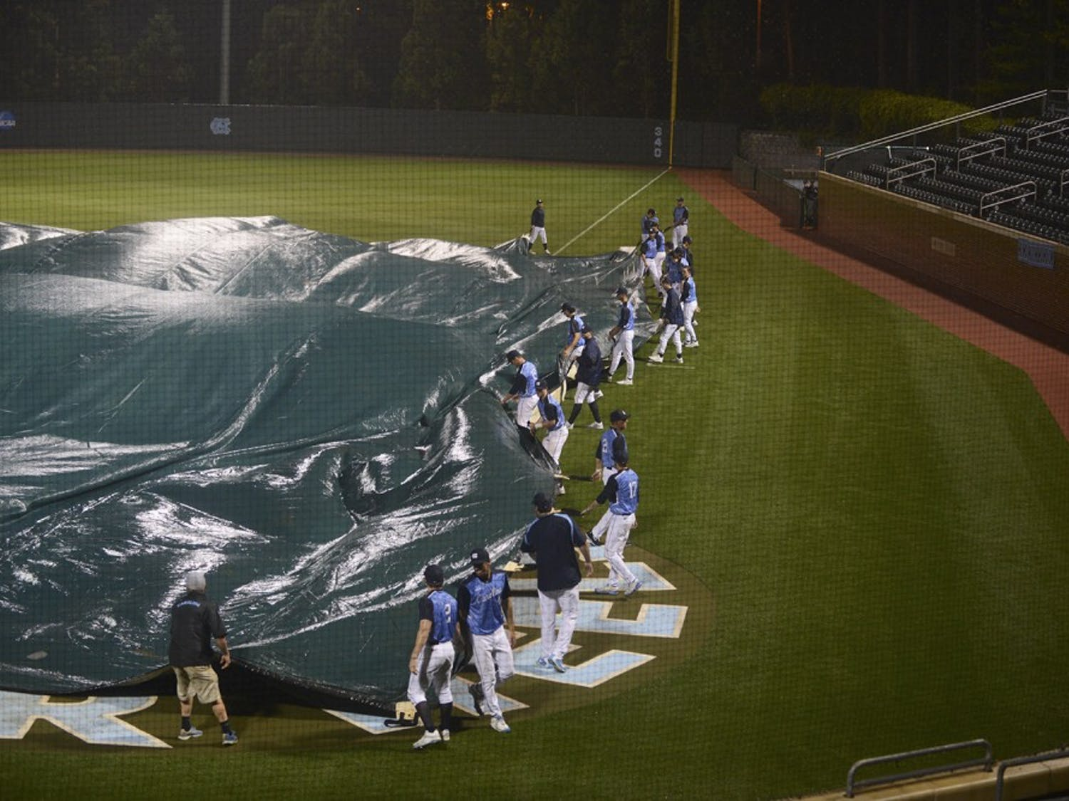 Rain delay in the top of the 6th inning.