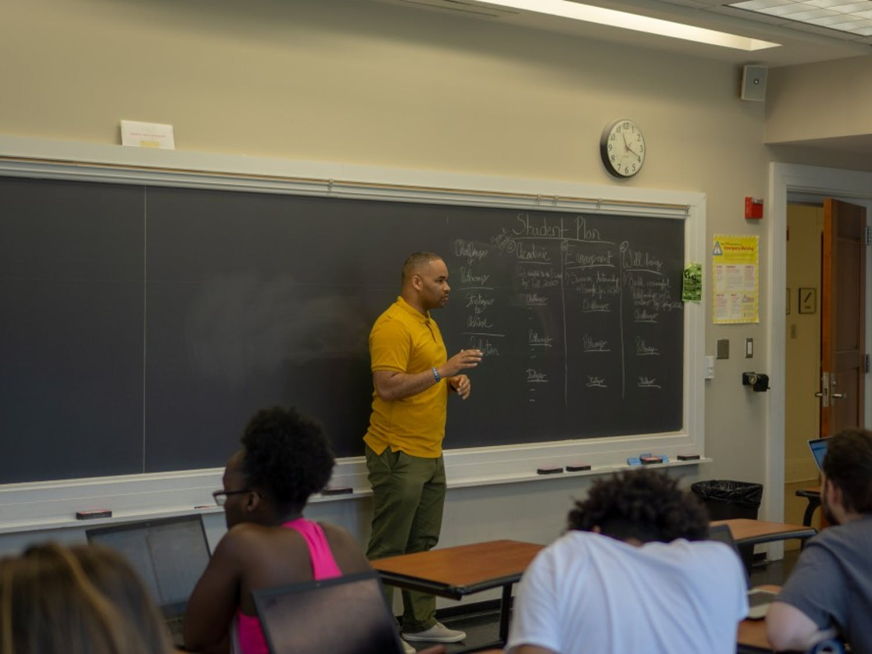 Omar Simpson, an EDUC 190 instructor, teaches a Thrive@Education course. Courtesy of Omar Simpson.