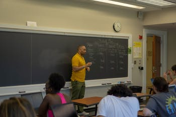 Omar Simpson, an EDUC 190 instructor, teaches a Thrive@Education course. Courtesy of Omar Simpson.