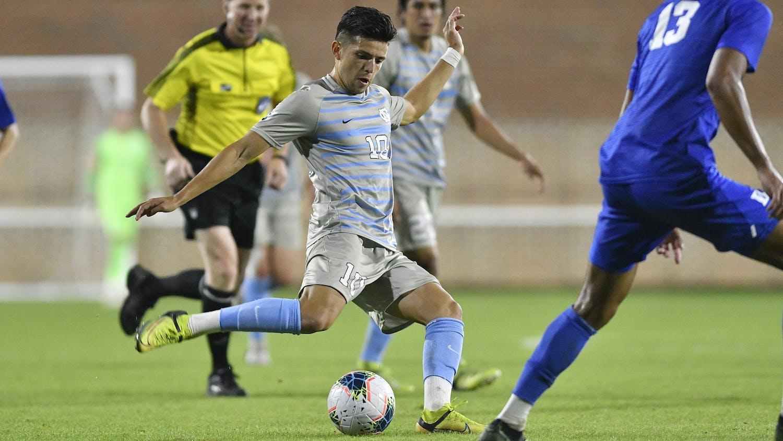 Giovanni Montesdeoca (10) passes the ball in the game against Duke University at Dorrance Stadium on Saturday, Nov. 6, 2020. Photo courtesy of Dana Gentry.