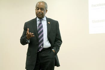 Durham Mayor Bill Bell speaks on his career at Carolina R.I.S.E meeting Fri. night in the Student Union.