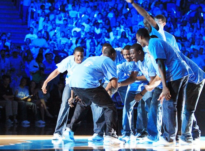 late night with roy.  into to the men's and women's 2010-11 basketball seasons.  scrimmages, dances.  hosted by stuart scott