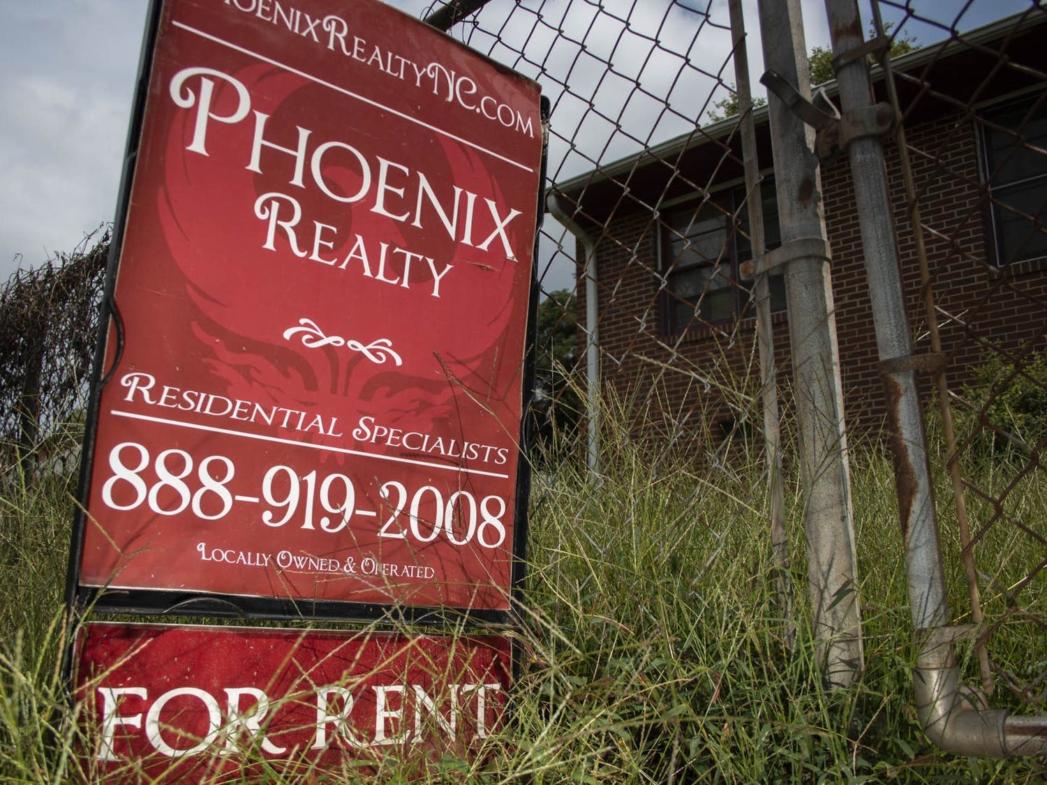 """A """"For Rent"""" sign sits in the front yard of a Pine Knolls residence on Monday, Sep. 14, 2020. Chapel Hill's housing market is in the middle of a significant boom, as students have been given no choice but to evacuate campus and turn to off-campus alternatives."""