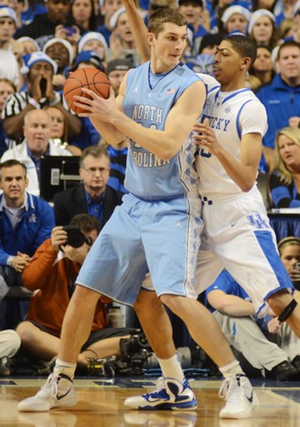 Kentucky thwarts UNC's last-ditch efforts in final seconds