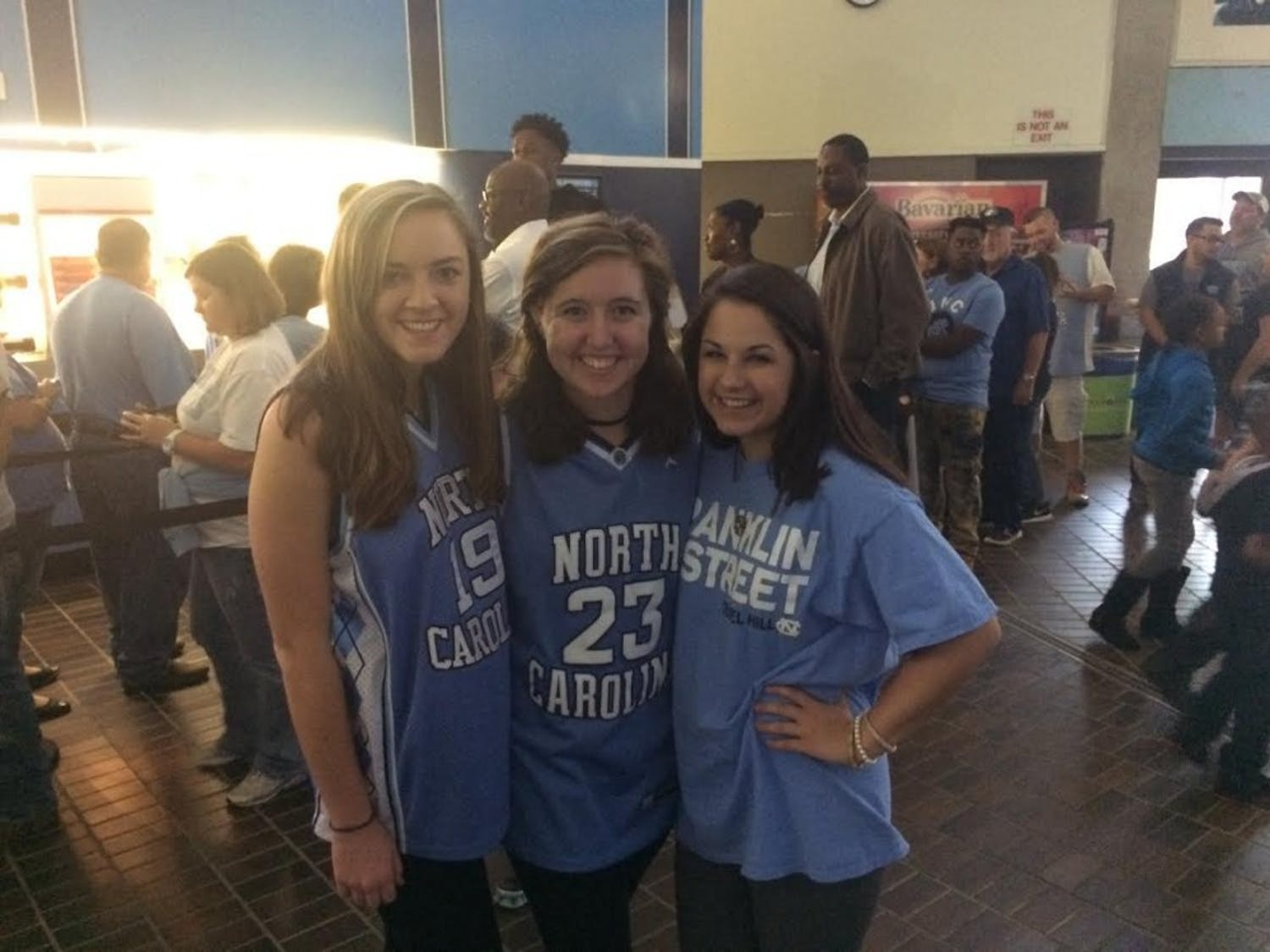 Kensleigh Ables, Isabelle Hirschy, and Lacie Blankenship before Late Night With Roy.