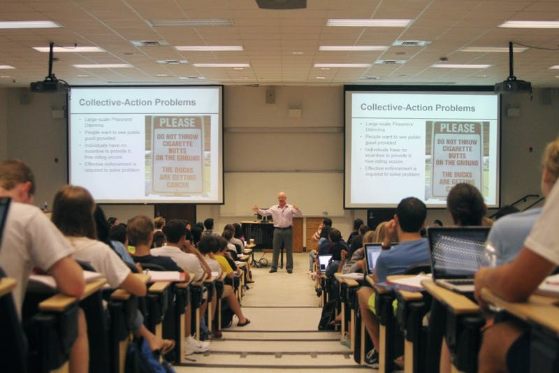 Professor Jason Roberts lectures his very full Poli 100 class, which is one of the large lectures on campus, located in Hamilton Hall.