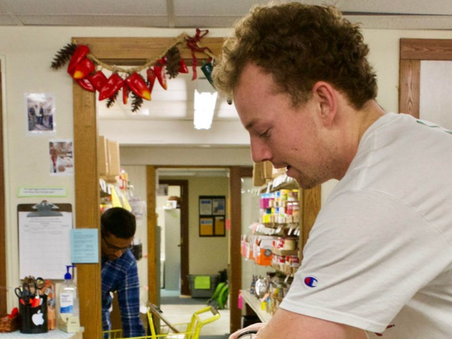"""Warner Lamar, sophomore majoring in computer science, volunteers at the Inter-Faith Food Pantry on Tuesday, Oct. 2, 2018. He volunteers at the Inter-Faith Food Pantry, and has also done work with the Community Empowerment Fund. Lamar is in the process of starting a project called """"Focus on Franklin"""" which raises money for homelessness diversion."""