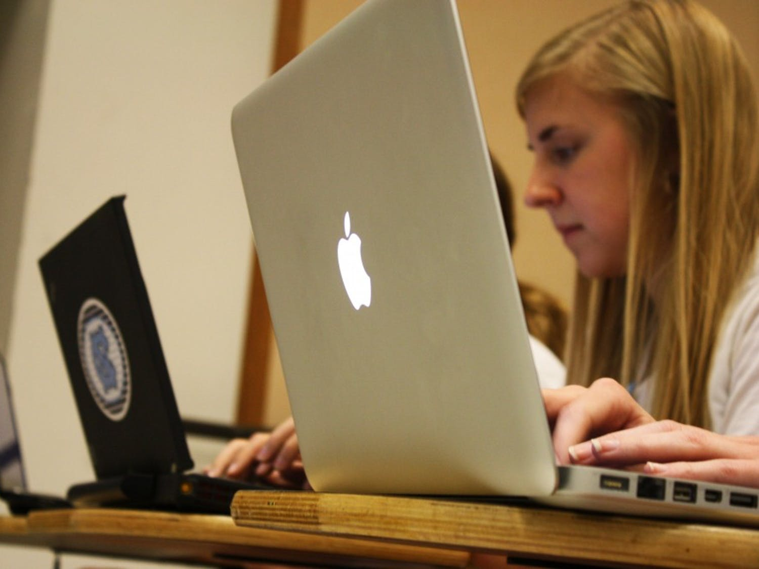In Sociology 101, students type notes on their Thinkpad and Mac laptops. Beginning next year, the university will sell MacBook Pros as a part of the CCI program.
