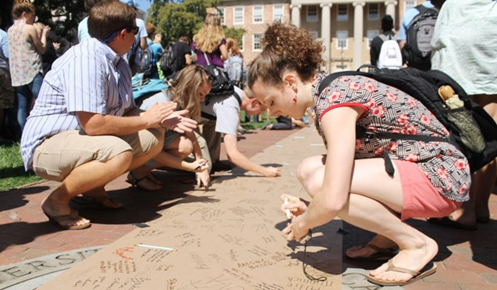 UNC students hold pro-Thorp rally