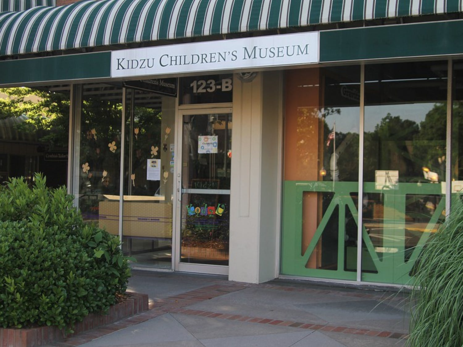 Kidzu Children's Museum is planning to open a new location in the Wallace Deck by 2016.