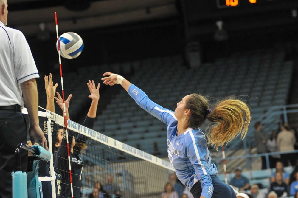 In busy weekend, UNC volleyball sweeps Clemson to come back from loss to Georgia Tech