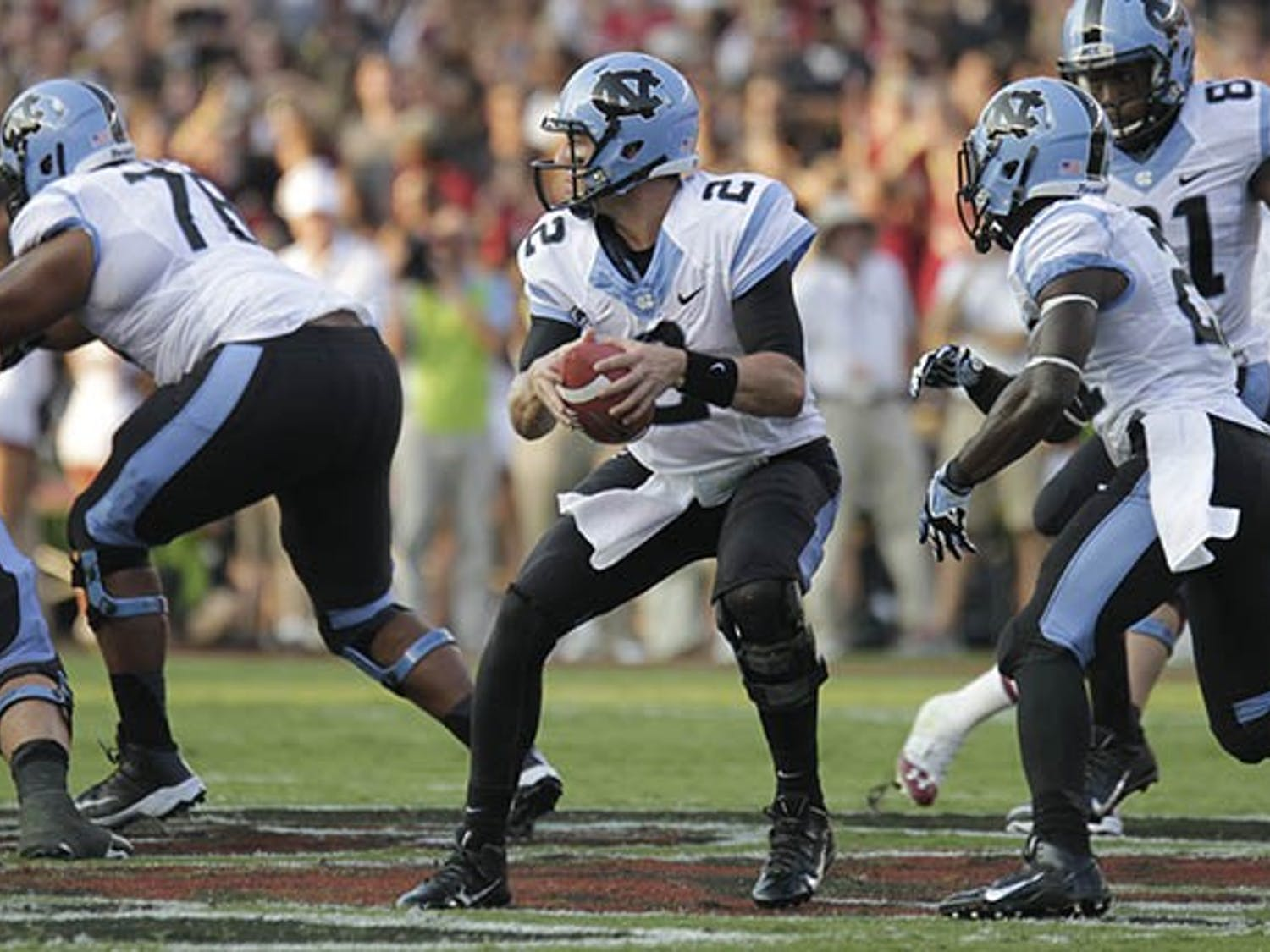 The USC Gamecocks led the UNC Tar Heels by a score of 17-7 at halftime.