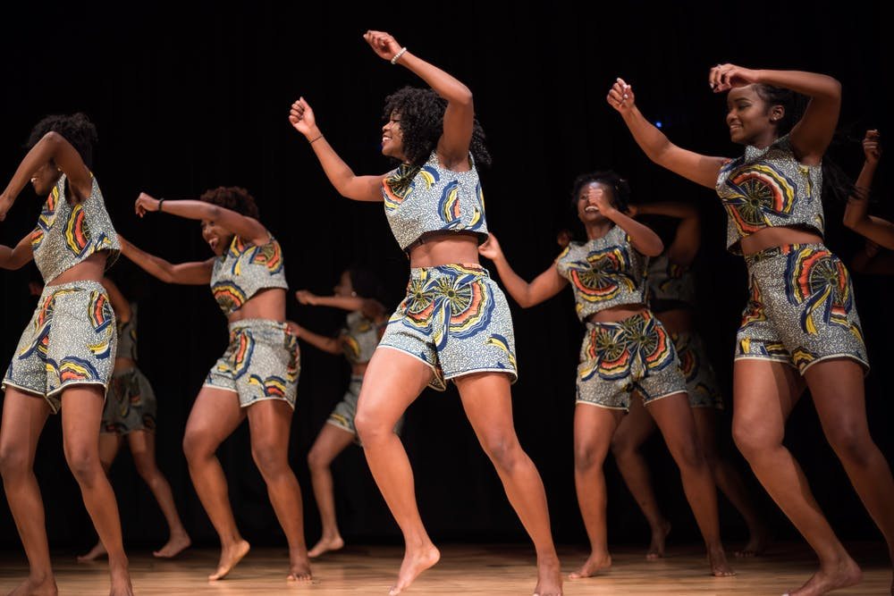 African students stand and rise in solidarity for OASIS Africa Night