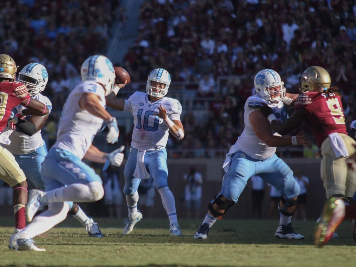 UNC quarterback Mitch Trubisky (10) prepares to deliver a pass to wide receiver Nick Switzer (3) on Oct. 1, 2016.