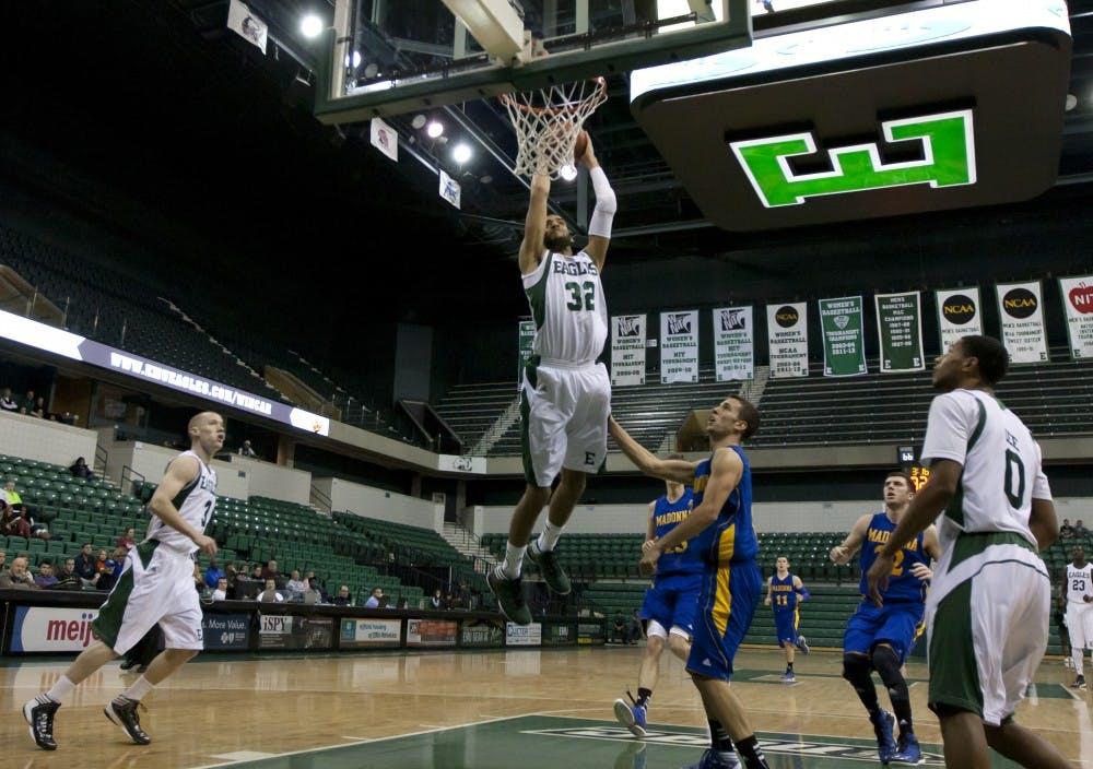 Men's basketball crushes Crusaders
