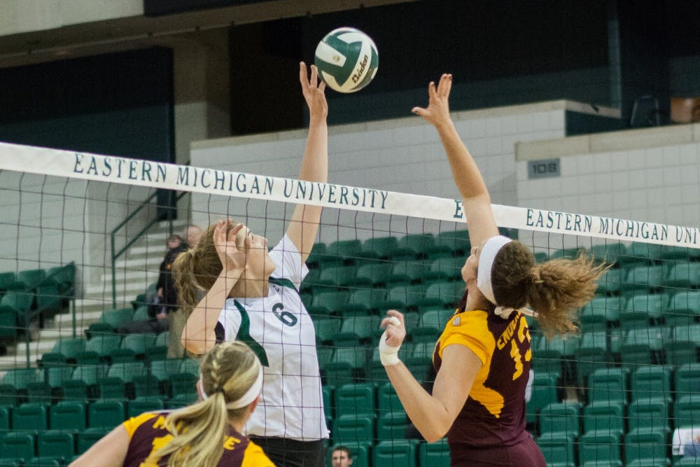 Volleyball kicks off rivalry weekend with five set win over Central Michigan