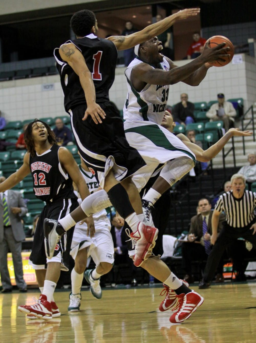 Basketball falls to WMU as Bowdry is suspended