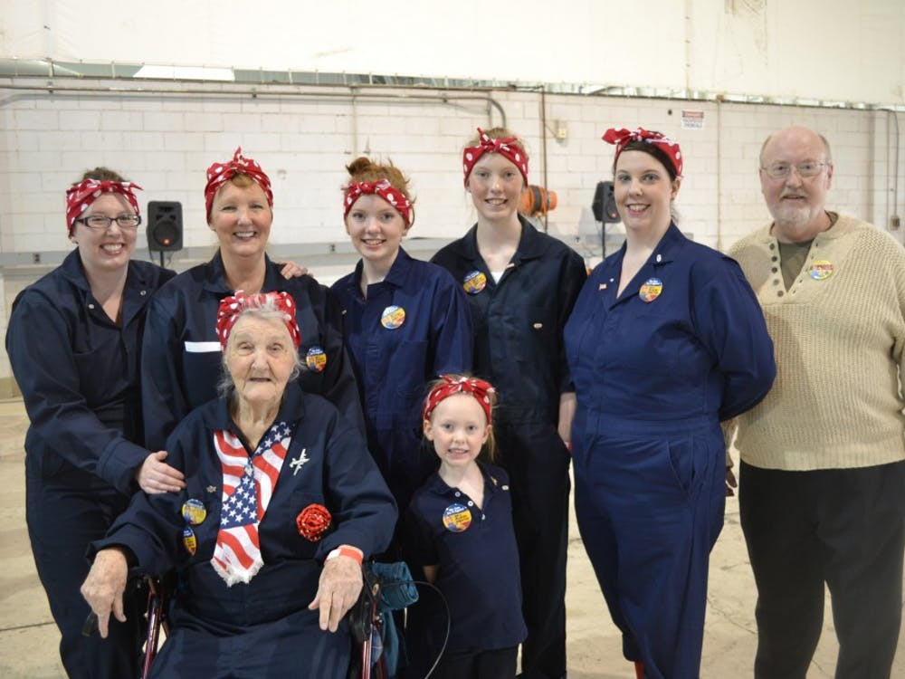 Rosie Ruth Webb with her son Robert (far right), daughters, granddaughters, and great-granddaughter