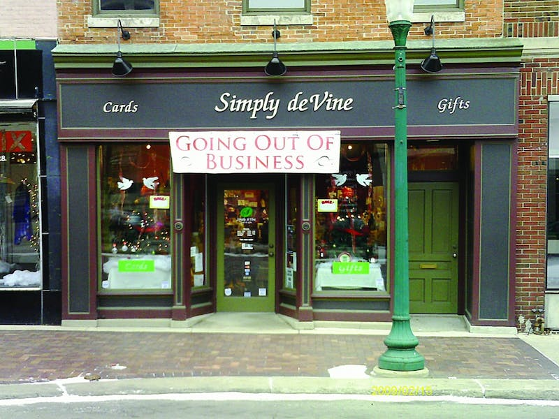 Gift boutique store Simply deVine, which opened in November of 2007, will close its doors due to lack of revenue on Feb. 28.