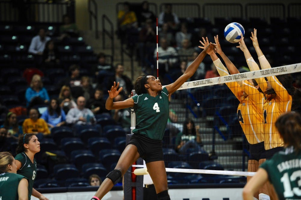 Volleyball beats UT, breaks losing streak