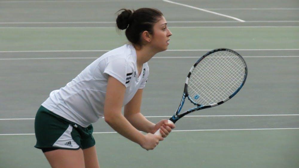 Tennis loses Friday, wins Saturday