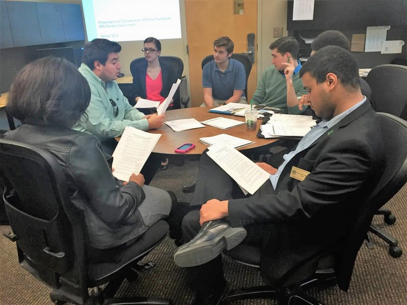 Members of Student Government in discussion at their regular Tuesday meeting, March 29.