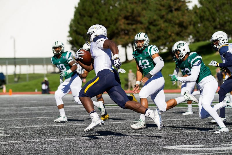 Toledo running back Kareem Hunt runs past the Eastern Michigan defense during the Rockets' 35-20 win  over EMU, 8 Oct. in Rynearson Stadium.