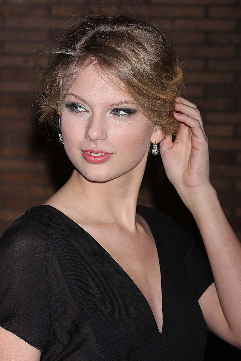 """Taylor Swift attends Glamour Magazine's 2008 Women of the Year Awards at Carnegie Hall in New York City, November 10, 2008. She has had one of the hottest songs of summer '09 with """"You Belong to Me."""""""