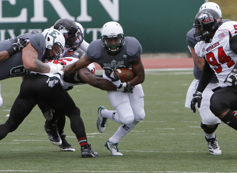 For Eagles to stop NIU, Lynch can't run ball