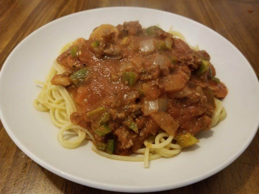 Classic spaghetti dinner and garlic bread