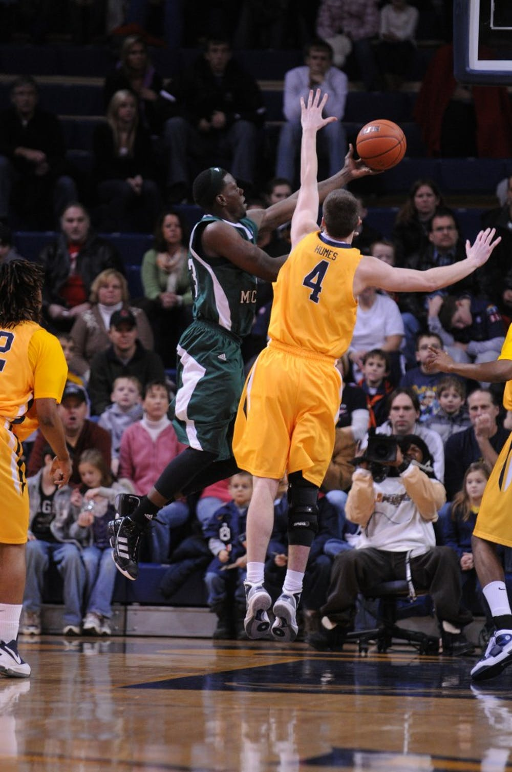 Basketball team starts MAC schedule with 71-48 win at University of Toledo