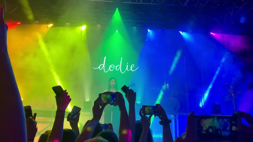 """Review: Dodie releases a beautiful fan favorite """"Rainbow"""""""