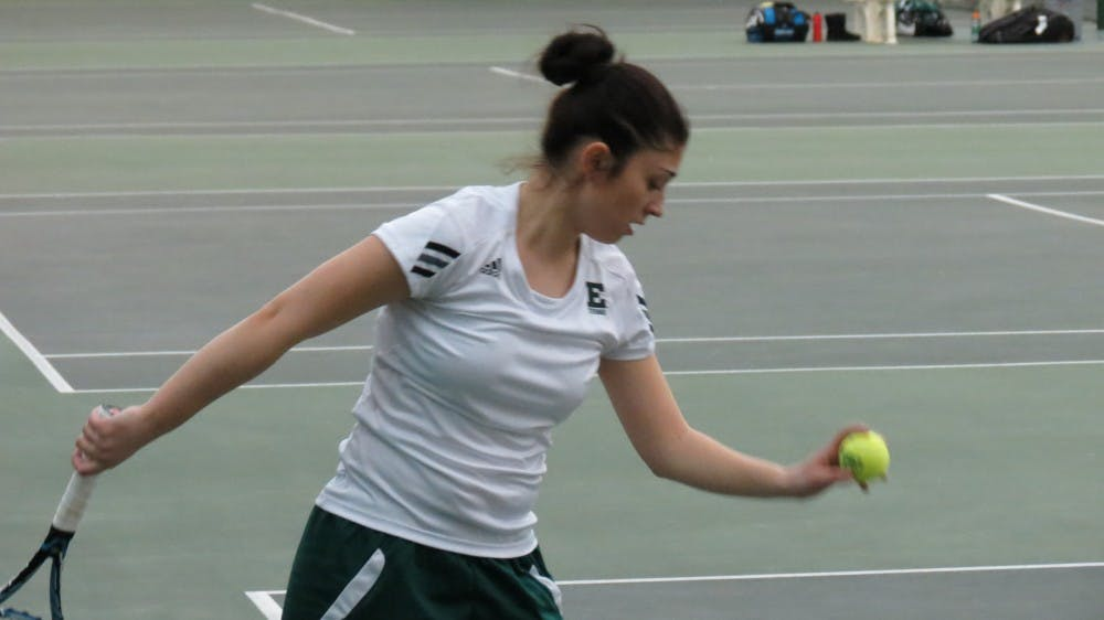 Tennis defeats Huskies