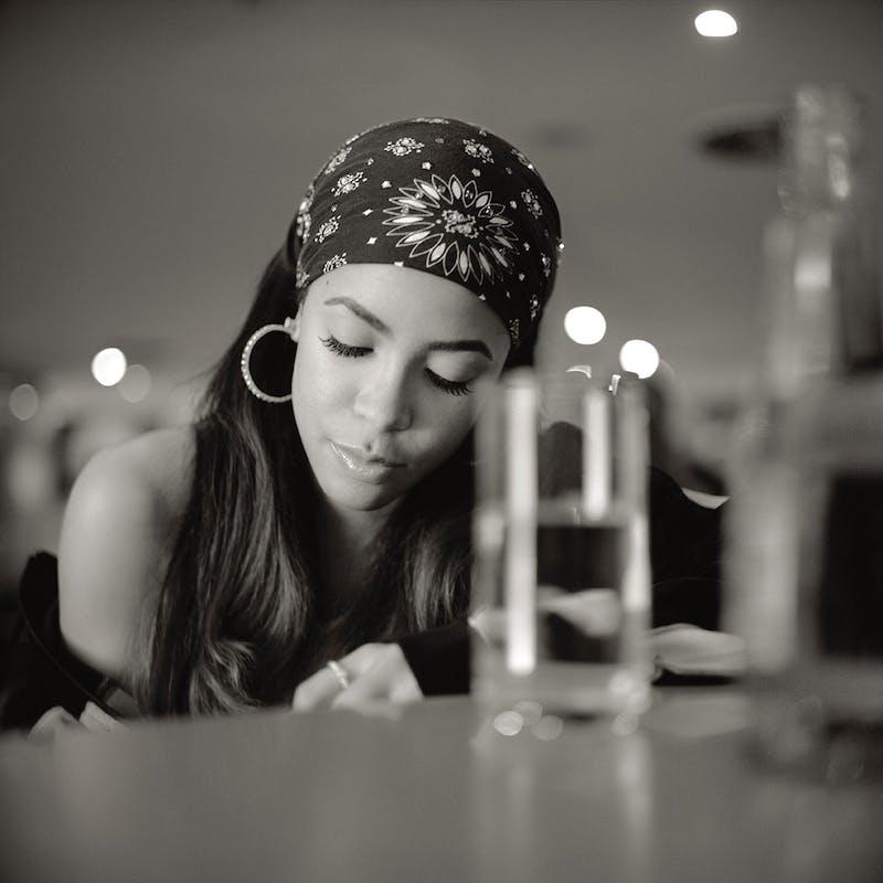 Singer Aaliyah Dana Haughton in Berlin (2000) Photo by MikaV on Wikimedia.