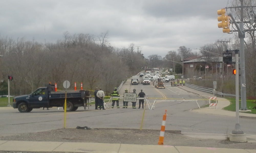 Gas leak shuts down part of Leforge Road Bridge