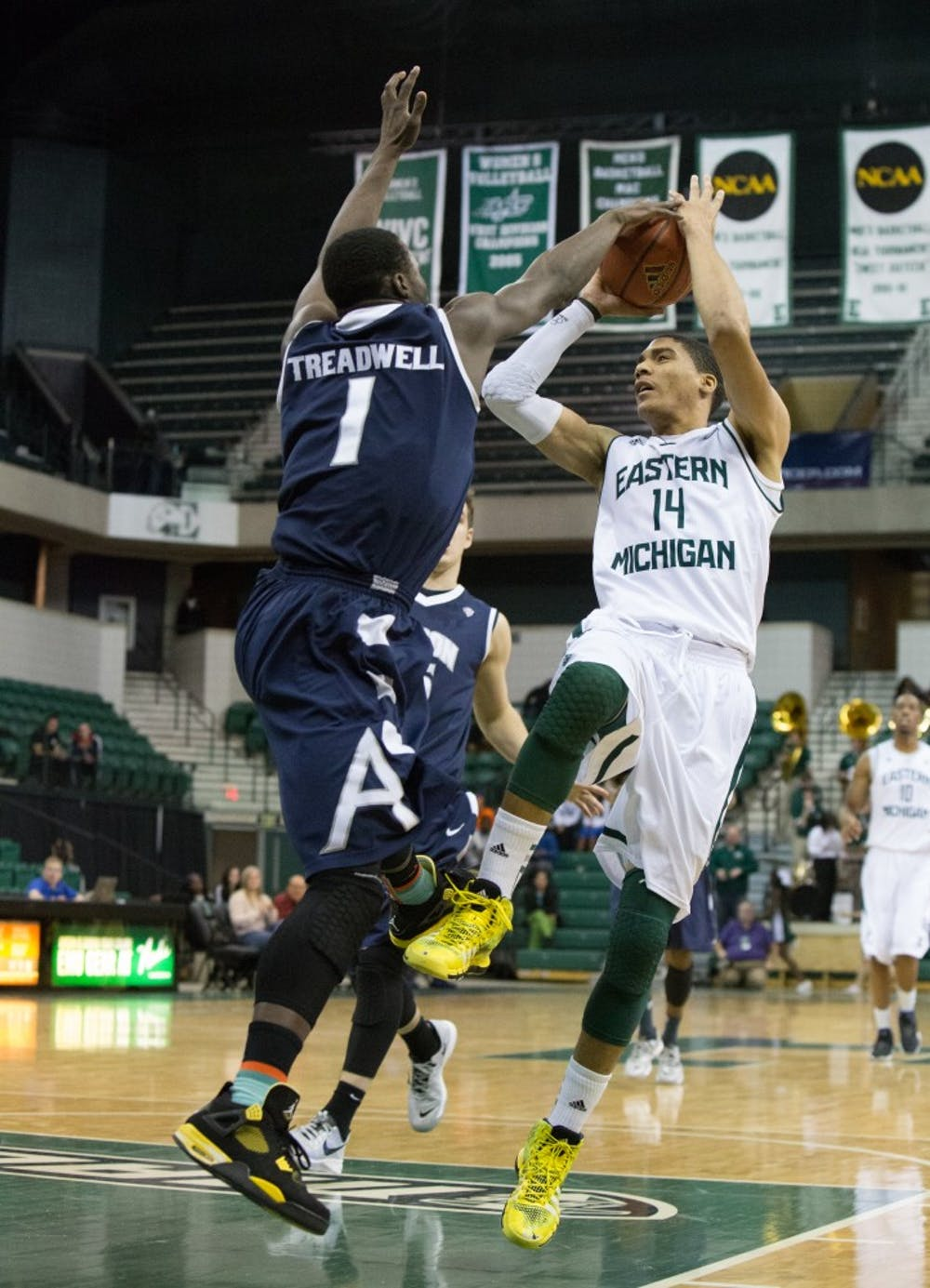 EMU unable to overcome halftime deficit against Akron