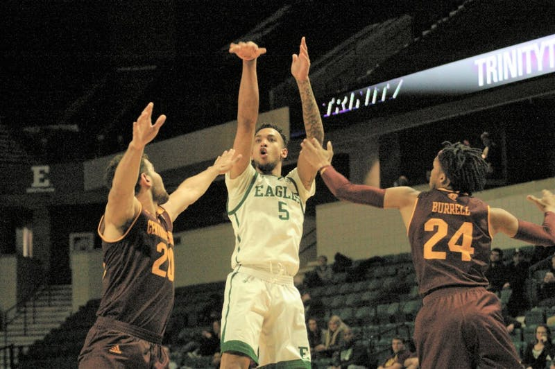 Elijah Minnie (middle) pulls up for a jumpshot on Feb. 26 at the Convocation Center.