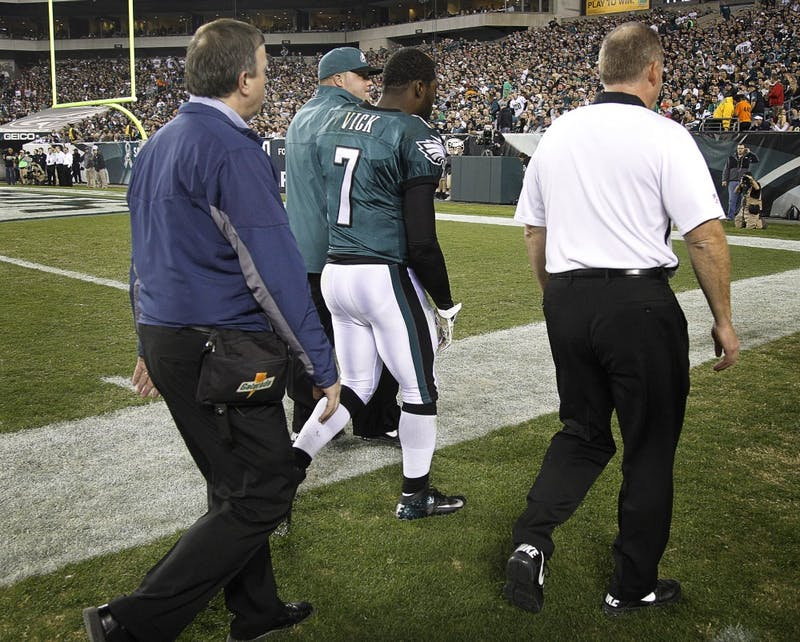 Philadelphia Eagles quarterback Michael Vick (7) walks off the field after being injured in the second quarter of an NFL game against the Dallas Cowboys at Lincoln Financial Field in Philadelphia, Pennsylvania, Sunday, November 11, 2012. (Rodger Mallison/Fort Worth Star-Telegram/MCT)