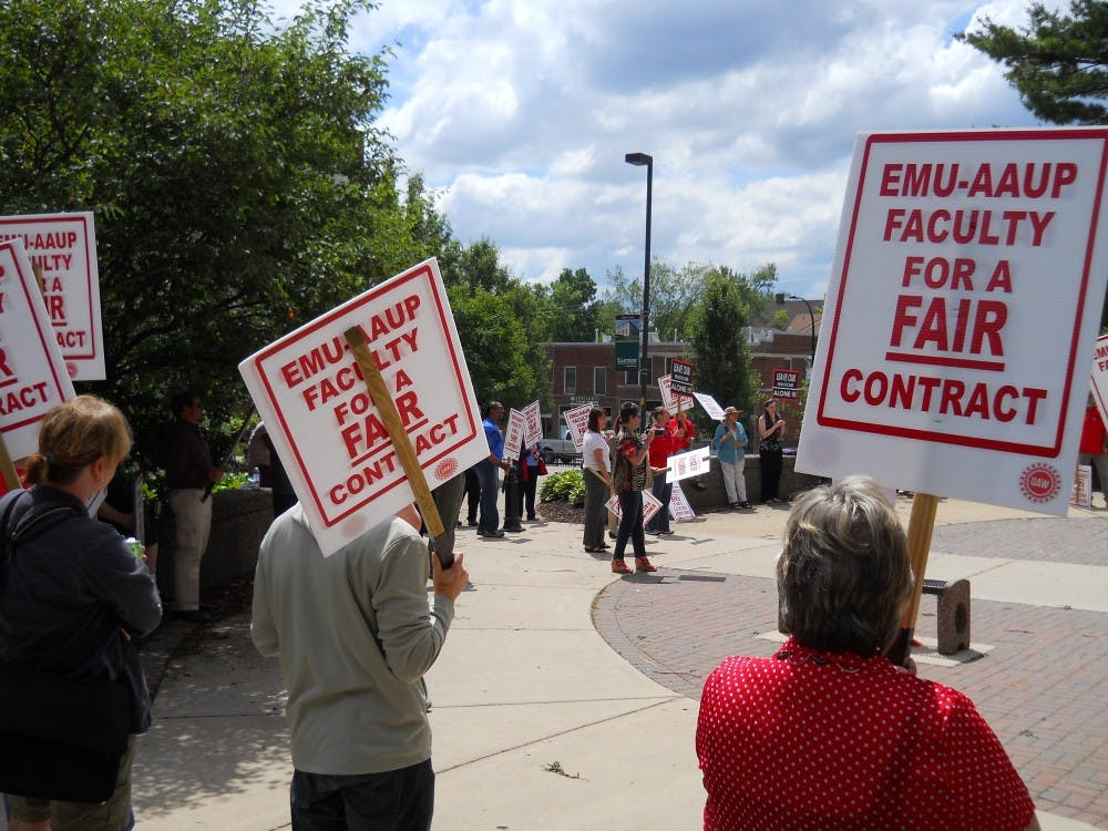 Rally supports faculty contract negotiations