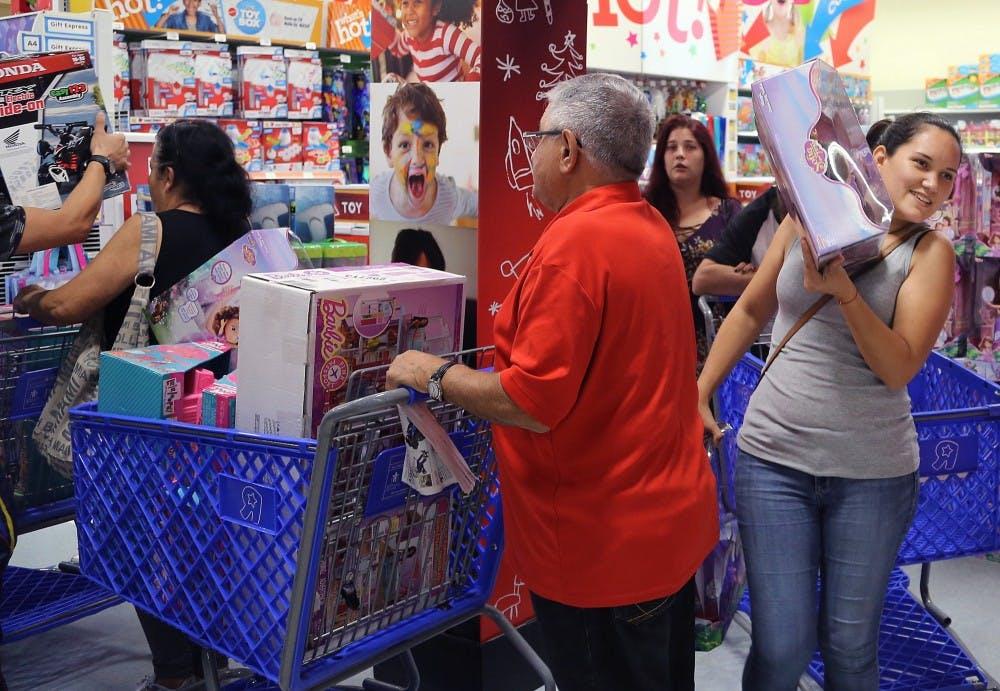 us-news-thanksgiving-shopping-11-mi
