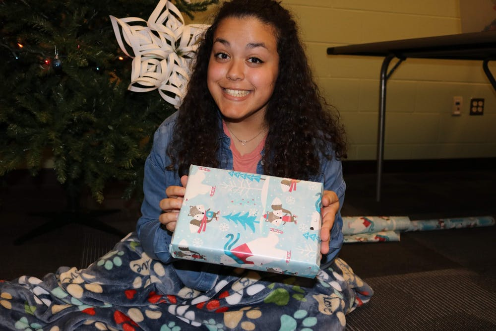 Students provide DIY snacks, craft ideas for Christmas gifts