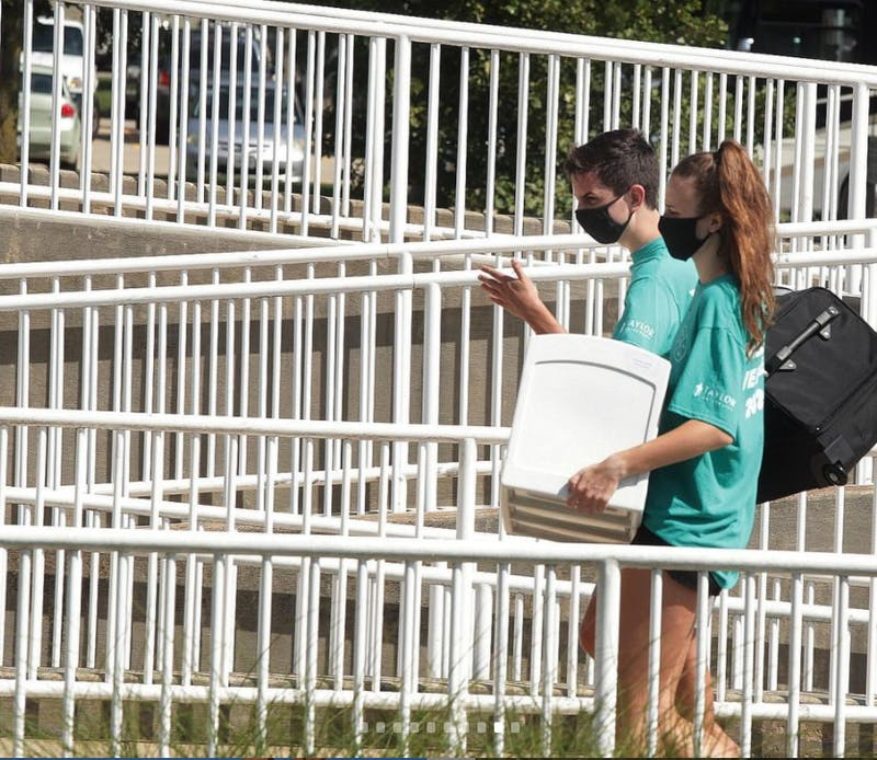Students move in during Welcome Weekend 2020.